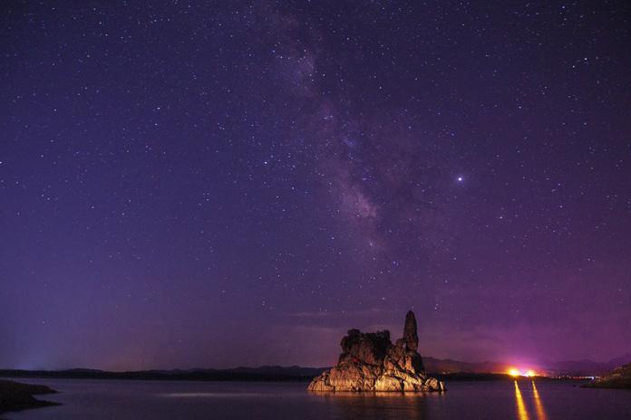 《银河下的姑嫂石》--黄岩.jpg