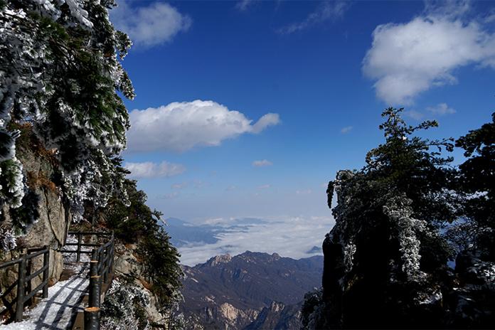 冬天飘过的云 摄影 李泓旻13937517777.jpg