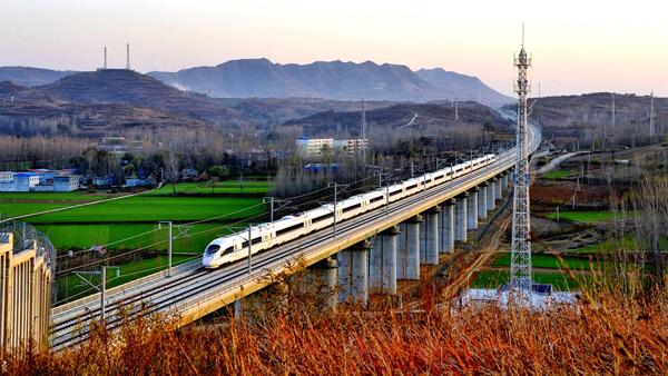 《高铁从我家乡过》李涛13503415957 .jpeg