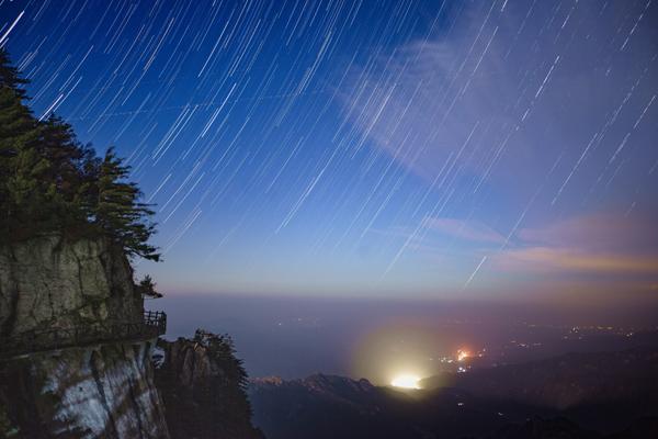 尧山雨夜星轨--陈新伟--13503418587.jpg