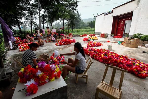 《红火的庭院经济》摄影:冯立军.jpg